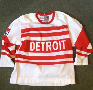 This is a recreation jersey of an early Detroit on-ice fashion statement, from when the team was the Cougars in the late 1920s/early 30s. It's so old skool. I love it.